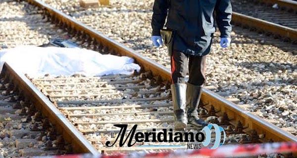 Casoria, muore travolto dal treno in transito